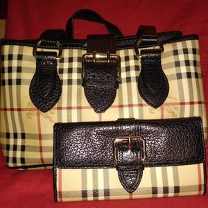 Burberry purse and wallet